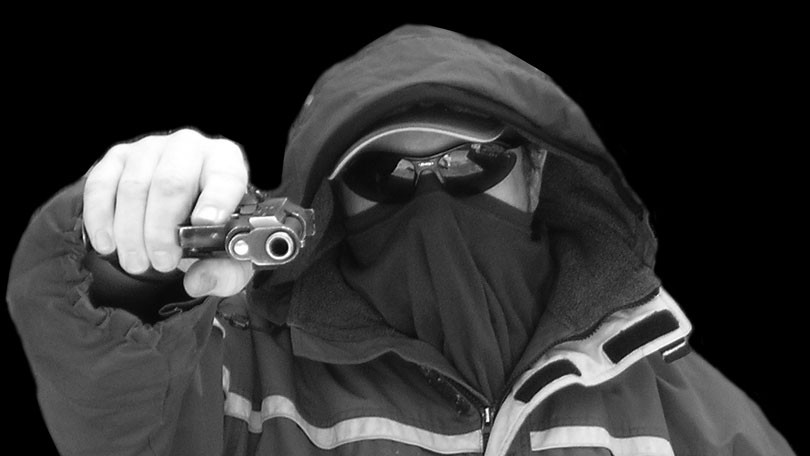 Opljačkan minimarket u Ljubačama: Maskirani razbojnik odnio pazar!